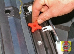 Illustration of step:  The spare wheel and tools are stored in the luggage compartment - Preparation - step 2