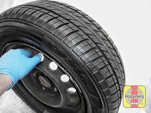 Illustration of step: Before refitting the tyres, take a look at the tyre tread - step 15