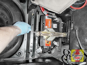 Illustration of step:  To tighten, a 13mm socket is needed - step 9