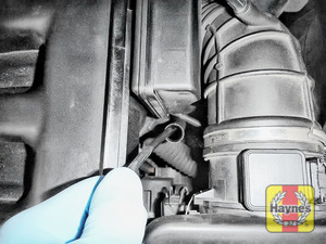 Illustration of step: Ensure the vacuum extractor pipe is all the way to the base of the sump before starting oil extraction - step 2