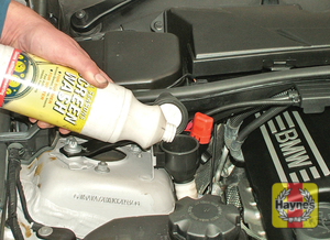 Illustration of step:  Unclip the cap - Screenwasher fluid level* - step 45