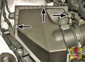 Illustration of step:  Release the 3 retaining clips  - N47 4-cylinder and N57 6-cylinder engines - step 2