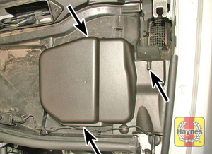 Illustration of step:  Release the clips and remove the plastic cover each side  - M57T2 6-cylinder engines - step 11