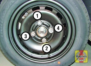 Illustration of step:  Lower the vehicle to the ground, then finally tighten the wheel nuts in a diagonal sequence - step 7