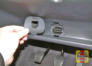 Illustration of step: The diagnostic socket is under the drivers side of the facia - step 2