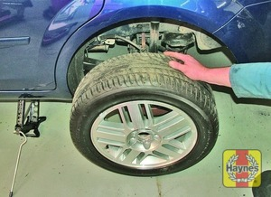 Illustration of step:  Turn the jack handle clockwise until the wheel is raised clear of the ground - Changing the wheel - step 6