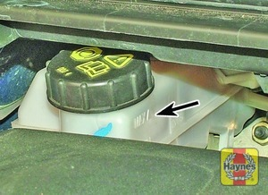 Illustration of step:  The MAX and MIN marks are indicated on the front of the reservoir - Brake and clutch fluid level - step 28