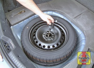 Illustration of step:  The spare wheel and tools are stored in the luggage compartment - Changing the wheel - step 2