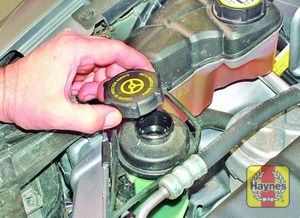 Illustration of step:  If topping-up is necessary, first wipe clean the area around the filler cap to prevent dirt entering the system - Safety first! - step 41