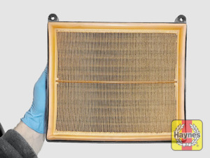 Illustration of step: Air filter in position - step 10