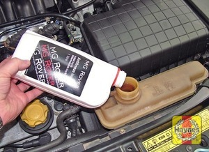 Illustration of step:  If necessary, add a mixture of water and antifreeze to the expansion tank, until the coolant is up to the MAX mark visible inside the filler neck - Car care - step 20