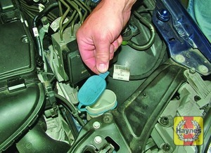 Illustration of step:  The screenwash fluid reservoir is located on the left-hand side (as seen from the driver's seat) of the engine compartment, behind the headlight - Washer fluid level - step 34