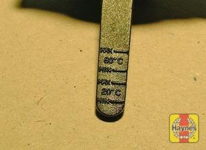 Illustration of step:  Power steering fluid dipstick markings  - Power steering fluid level - step 42