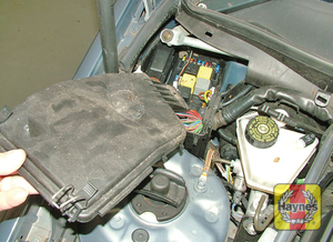 Illustration of step: The main fusebox is located in the engine compartment - step 1
