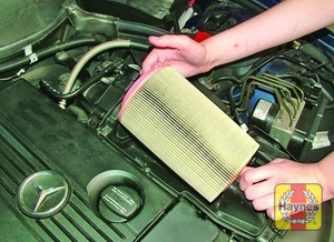 Illustration of step:  Removing the air filter element – 1 - step 4