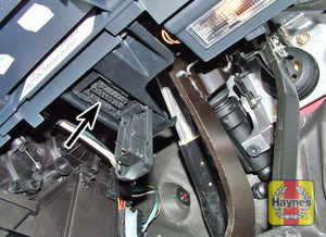 Illustration of step: Diagnostic socket with plastic cover on driver's side of the fascia - step 2