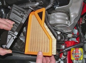 Illustration of step:  Lift out the air filter element  - MINI One/Cooper - step 7
