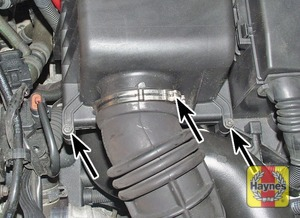 Illustration of step:  Release the air intake pipe clip and cover screws (arrowed)  - Cooper S - step 13
