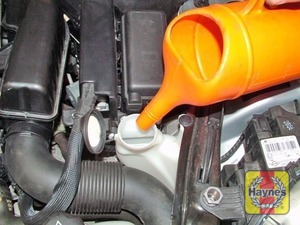 Illustration of step:  When topping-up, add a screenwash additive in the quantities recommended by the manufacturer - Screen washer fluid level - step 33