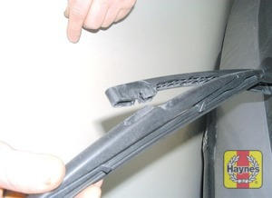 Illustration of step: Don't forget to check the tailgate wiper blade as well - step 3