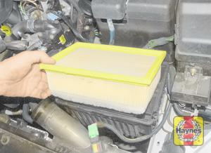 Illustration of step: Remove the filter element - 2.0 litre engines - step 9