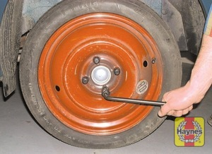 Illustration of step: Remove the punctured wheel from under the sill and lower the vehicle to the ground - step 8