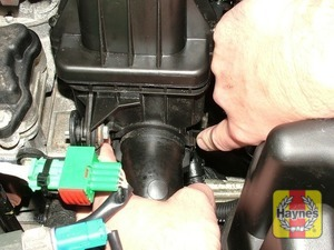 Illustration of step: Release the locking clip and remove the air intake pipe - 1.4 DOHC models - step 10
