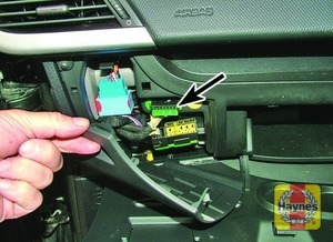 Illustration of step: Open the glovebox and unclip the panel for access to the diagnostic socket - step 2