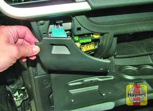 Illustration of step: Open the glovebox and unclip the panel for access to the fusebox - step 1