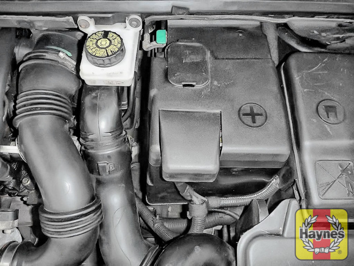 Peugeot 307 (2001 - 2008) 1.6 - Battery check - Haynes Publishing