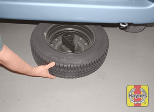 Illustration of step:  Disengage the cradle from the lifting hook and slide the spare wheel out from under the vehicle - step 5