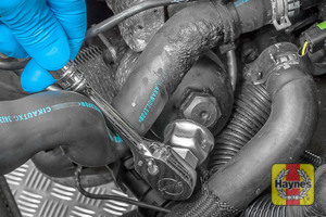 Illustration of step: Using a 27mm socket, fit the tool securely onto the oil filter housing - step 5