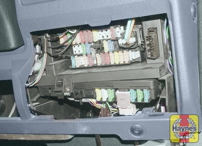 peugeot partner 1996 2010 1 6 hdi fusebox and diagnostic rh haynes com