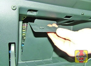 Illustration of step: Open the glovebox, unclip the panel to access the fusebox - step 1