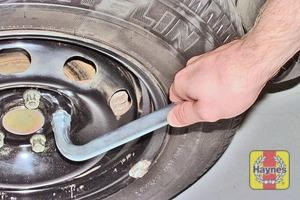 Illustration of step:  Slacken each wheel bolt by half a turn - step 7