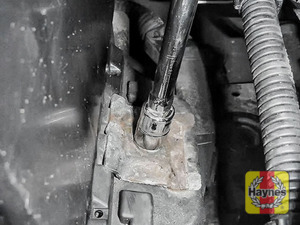 Illustration of step: To tighten, a 13mm socket is needed - step 5