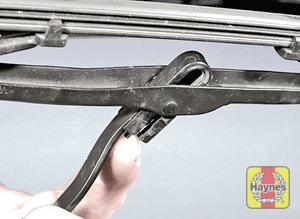 Illustration of step:  To remove a windscreen wiper blade, pull the arm fully away from the screen until it locks - step 2