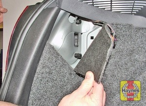 Illustration of step:  1 Inside the rear luggage compartment, fold back the carpet  - step 1