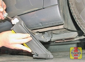 Illustration of step:  Locate the jack on firm ground below the reinforced point on the sill (don't jack the vehicle at any other point of the sill), then turn the jack handle clockwise until the wheel is raised clear of the ground - step 7