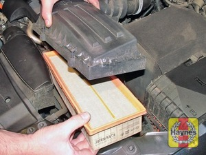 Illustration of step:  3 With the cover raised, withdraw the air filter element, noting how it is fitted  - step 3