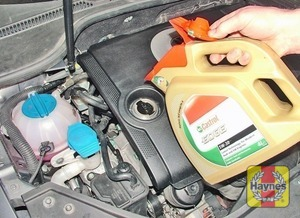 Illustration of step:  Place some cloth rags around the filler cap aperture, then top-up the level - Car care - step 14