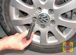 Illustration of step:  Unscrew the wheel bolts (using the adapter provided) and remove the wheel - step 8