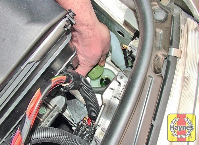 Volkswagen polo 2002 2009 12 fluid level checks haynes battery removal replacement publicscrutiny Choice Image