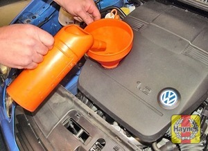 Illustration of step:  Place some cloth rags around the filler cap aperture, then top-up the level - Car care - step 15