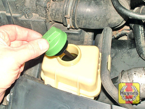 Illustration of step:  Wipe clean the area around the reservoir filler cap and unscrew the cap - Safety first! - step 39