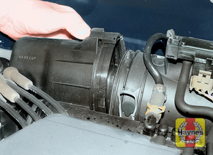 Illustration of step:  Removing the air cleaner cover – D7F engine  - Removal - step 2