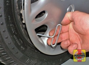 Illustration of step:  Use the hook provided to remove the wheel trim (where fitted) - step 5