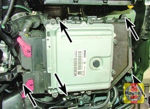 Illustration of step:  Undo the Torx screws (arrowed) and lift the air filter cover  - D5244 T4 to T7 engines - step 16