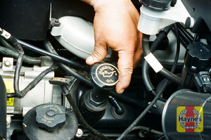 Illustration of step:  8 The oil filler cap on V6 engines is located on the left valve cover  - Engine oil - step 9