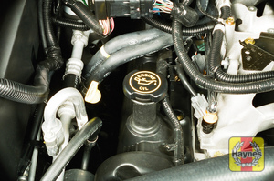 Illustration of step:  9 The oil filler cap on V8 engines is located on the right valve cover  - Engine oil - step 10